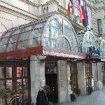 Entrance to Radisson Beke Budapest