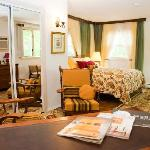Aunt Betty's Bed and Breakfast resmi