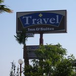 ‪Travel Inn & Suites‬
