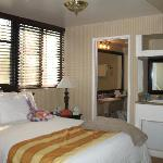 Carousel Inn and Suites resmi