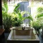  anantara maldives - beach bungalow out side tube and shower