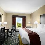Days Inn &amp; Suites Mineral Wells