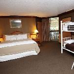 PZAZZ! Resort Hotel Family Bunk Bed Suite