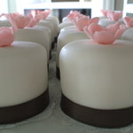 mini-wedding cakes