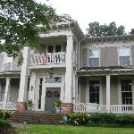 Foto di McWillie-Singleton House, A Southern Bed and Breakfast