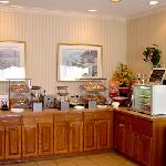 Kankakee Fairfield Breakfast Area