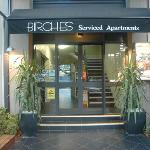 Birches Serviced Apartments resmi