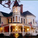 Oaks Victorian Inn