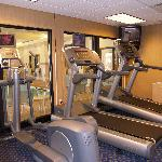 Work off your stress in our on-site fitness facility or enjoy the nearby Hero's Gym. Complimenta