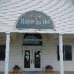 The Marsh Island Golf Club houses the Pelican Grille