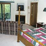  Fireplace Lodge Suite