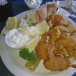 Combo plate w/cod, shrimp & clam strips
