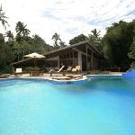 Great Pool and amazing plank bridges to the resort
