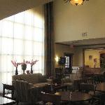 Photo de Staybridge Suites Kansas City - Independence
