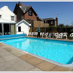  swimming pool on the back of the hotel ;D