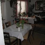 Dining room - at least a hot breakfast c+ /b-