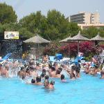  tutti in piscina a ballare