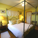 The Kensington, Queen size bed room