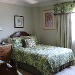  clean roomy bedrooms