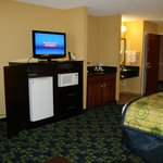 Photo de La Quinta Inn & Suites Louisville
