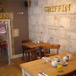 Griffin Inn - looking towards bar - 2