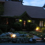  The Ivy Manor Inn at sunset.