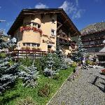 Photo of Hotel Garni La Suisse