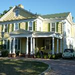 Foto de Six Acres Bed & Breakfast