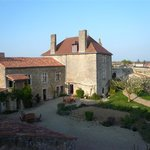 Le Vieux Chateau - chambres et table d'hotes