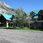 Waterton Glacier Suites resmi
