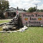 Peach Tree Inn & Suites Foto