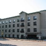  Parkwood Inn &amp; Suites