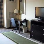 Holiday Inn desk & TV