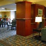  Holiday Inn breakfast room off lobby