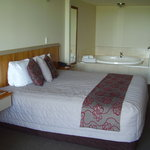 The king size bed with spa bath