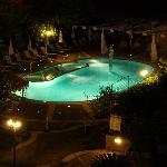 Notturno piscina vista dalla camera