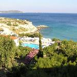  Blick vom Balkon auf Pool und Strand