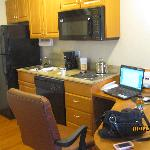 full kitchen & desk area