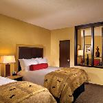  Guest suites feature 2 double beds or 1 king bed