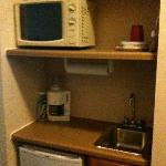  Microwave/microfridge/plasticware/mini sink