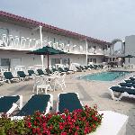 Beach Club Suites Exterior