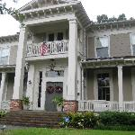 McWillie-Singleton House, A Southern Bed and Breakfast