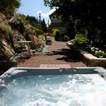 Lakeview hot-tub and flowered pathways of Lakeside Illahee Inn