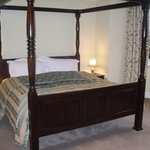  Four-poster in room 3