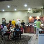 Photo de Howard Johnson Inn & Suites