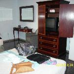 room, tv cable, fridge, air conditionate