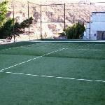 The tennis court at Cala Blanca