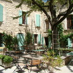 Le Petit Cafe B&B