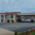 Hometown Inn &amp; Suites