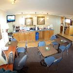  Lobby &amp; Breakfast area - Gateway Inn - Grangeville, Idaho